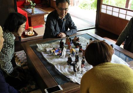 日本人形玩具学会関西支部の皆さんともに、奈良県桜井市に伝わる「出雲人形」について調査しています。