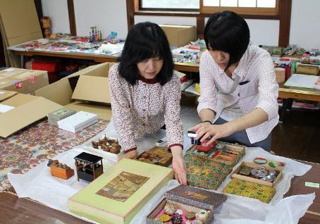 台北芸術大学の大学院生、ままごと道具の調査に来館。