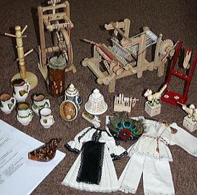 *ヨーロッパ各地の博物館と交換収集を行っています。ルーマニア・シビウ市にある国立民族学博物館とは1993年より交流があります。ルーマニア各地の郷土玩具の寄贈を受けた品々。当館よりは日本各地の郷土玩具を寄贈しています。
