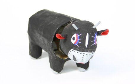 「牛のおもちゃ」の画像
